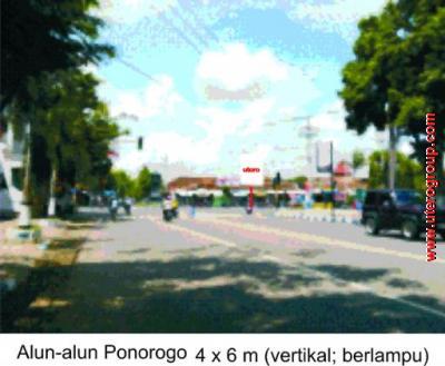 bilboard Alun-alun Ponorogo