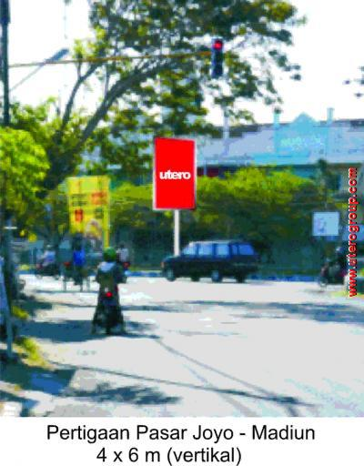 bilboard Pertigaan Pasar Joyo - Madiun
